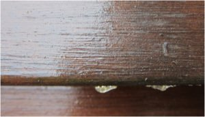 Deska tarasowa wadliwie położony lakier zdjęcie deski