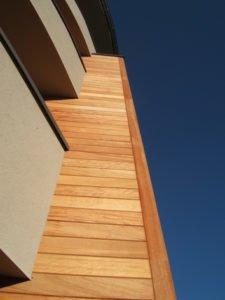 Drewno Elewacyjne na budynku wielorodzinnym