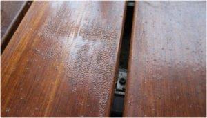 Deska tarasowa wadliwie położony lakier zdjęcie