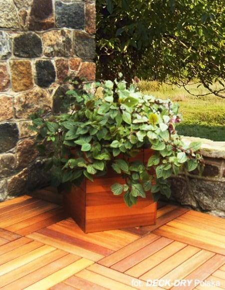 aranżacje tarasu donice drewniane