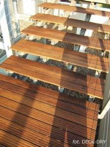 Schody DECK-DRY na konstrukcji stalowej deska tarasowa