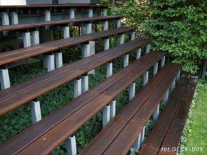 Siedzisko i schody drewniane