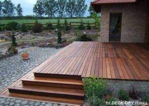 Schody DECK-DRY wyjście do ogrodu