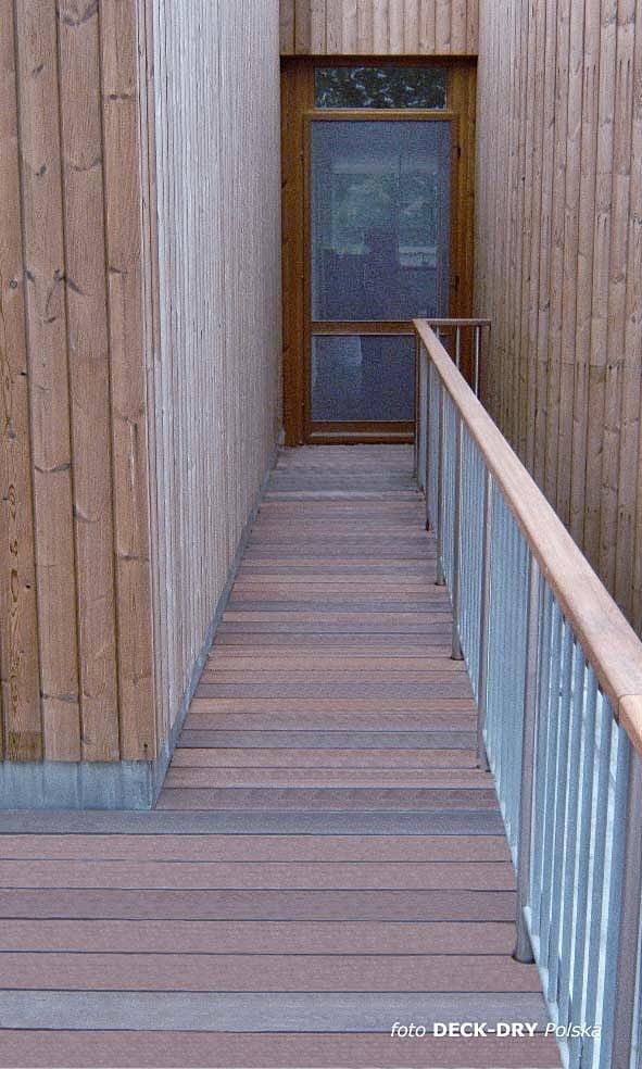 ścieżka z deski tarasowej, pochwyt balustrady drewnianej