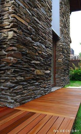 Tarasy Ogrodowe Drewniane ze ścianą kamienną