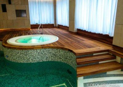 basen z drewnianym tarasem Deck-Dry