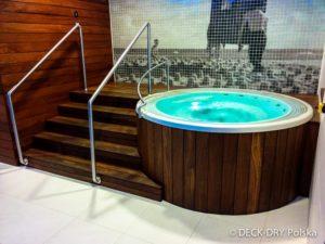 Wykonanie obudowy basenu i jakuzzi z drewna.