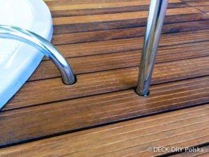 Drewno i detale nierdzewne jacuzzi z deska iroko