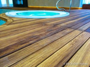 Zbliżenie Deski Iroko Deck-Dry zdjęcie