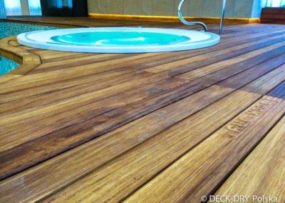 Jacuzzi obudowane tarasem drewnianym Deck-Dry