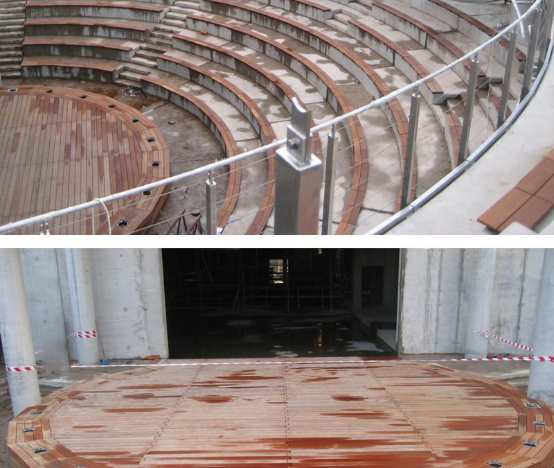 Tarasy drewniane – amfiteatr, ławki i zabudowa dachu