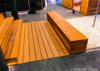 Schody i siedzisko drewniane zabudowy tarasów