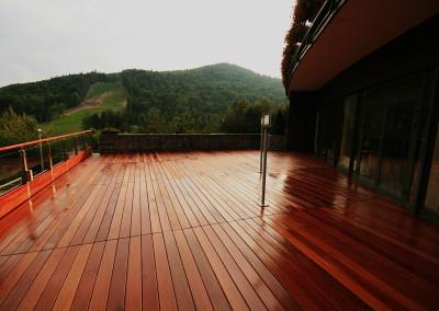 Taras drewniany przy domu