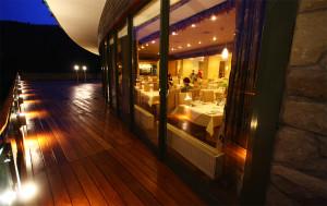 Drewno Tarasowe w Restauracji na podłodze