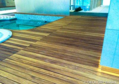 Zdjęcia basenu z drewnianym tarasem iroko Deck-Dry