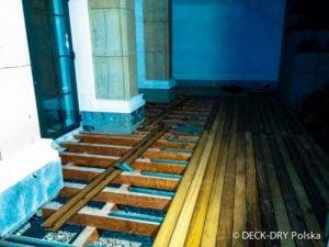 Deski tarasowe w trakcie montaży na legarach - Deck-Dry mazowieckie