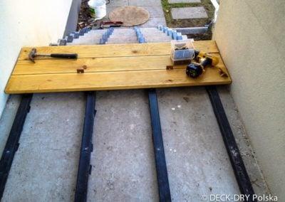 Montaż deski tarasowej na schodach Deck-Dry