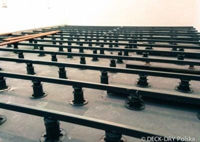 Montaż Legarów na wspornikach - budowa Deck-Dry Polska