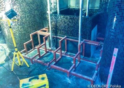 Zabudowa schodów przy basenie - usługi stolarskie Warszawa