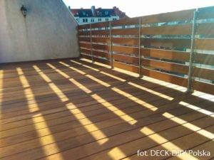 deska egzotyczna gladka na tarasie balkonowym